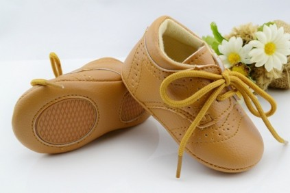 how to make baby woolen shoes in hindi